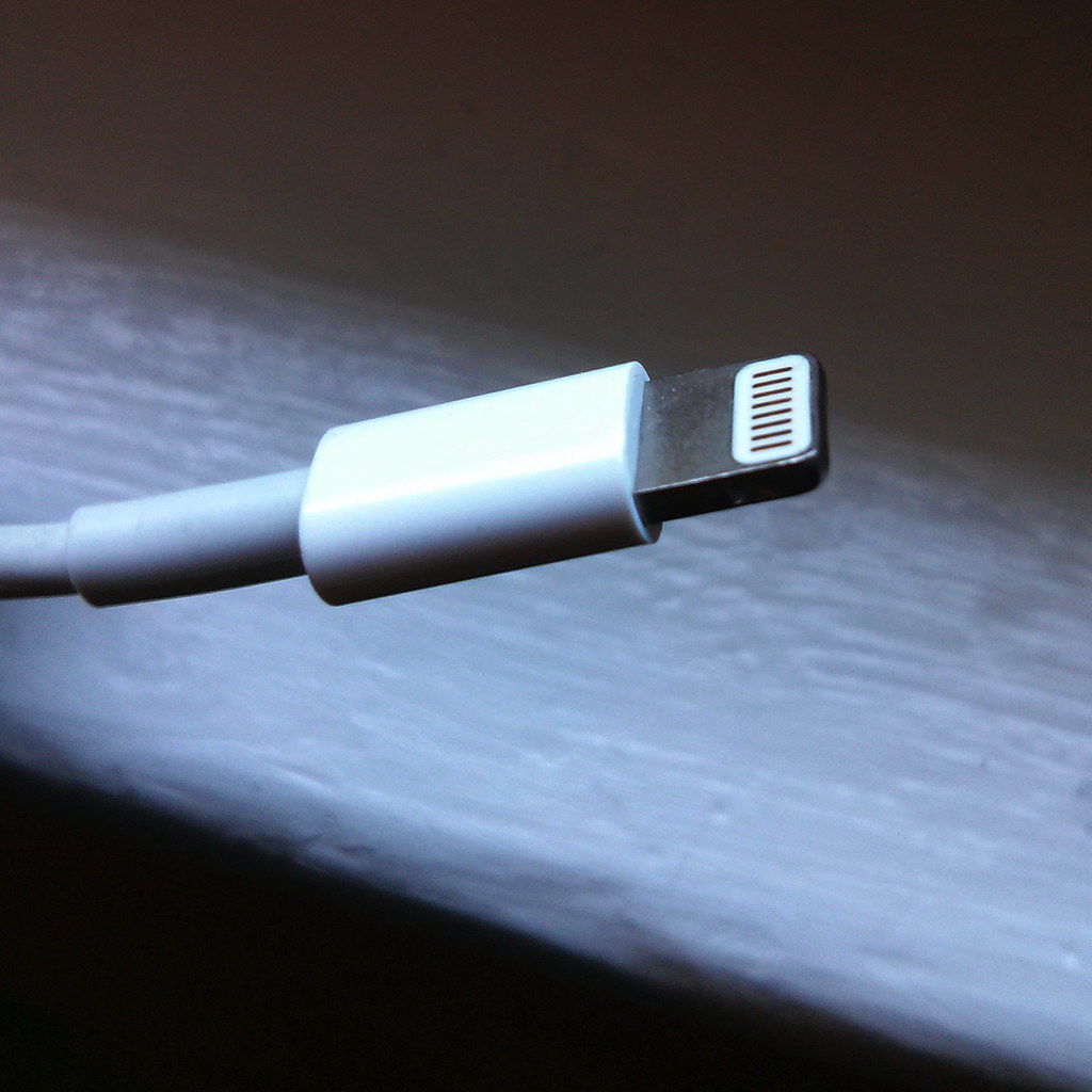 hijack iPhone Lightning cable